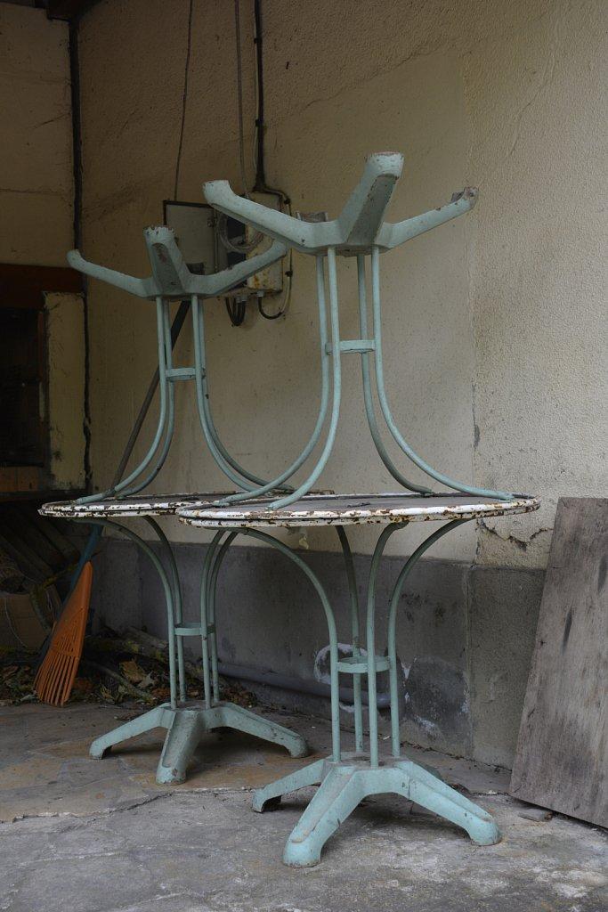 Noma-tables-renversees.JPG