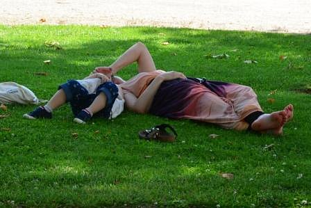 Florence-couches-dans-lherbe.jpg